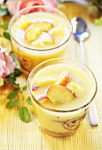 Yoghurt shake with peaches