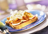 Canarian shrimps and banana on toast with pepper sauce