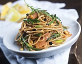 Wholemeal spaghetti with smoked salmon and rocket