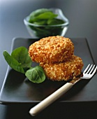 Salmon cakes with crispy coating