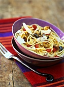 Spaghetti with sardines, croutons and olive oil