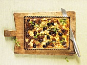 Asparagus tart with goat's cheese, olives & dried tomatoes