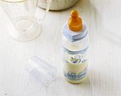 Fläschchen mit Babynahrung