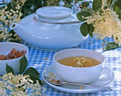 Elderflower tea with fresh elderflowers