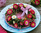 Wreath of daisies, moss and hay