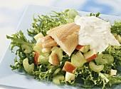 Forellenfilet auf Salat