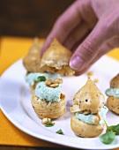 Bignè alla crema di basilico (Cream puffs with basil cream)