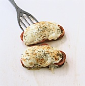 Grilled tomatoes on toast