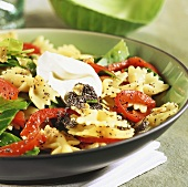 Farfalle with vegetables and poppy seeds