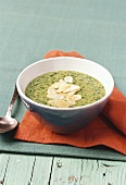 Green spelt and spinach soup
