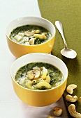 Spinach and pasta stew with nuts