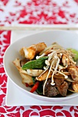 Beef with Chinese cabbage and mushrooms (China)