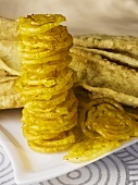 Fafda (Kichererbsen-Snack) mit Jalebis