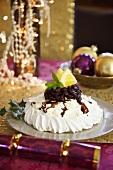 Pavlova with cherry and berry sauce (Christmas)