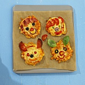 Mini-pizzas with animal faces