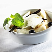 Vanilla mascarpone cream with pears and blueberries