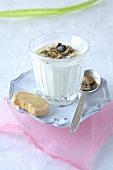 Joghurtmüsli mit Kernen und Trockenfrüchten