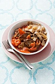 Tomato and pepper sugo with beef and wholemeal pasta