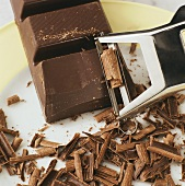 Making chocolate flakes with vegetable peeler