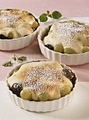 Champagne and grape gratin with icing sugar