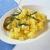 Kräuterkartoffeln mit Knoblauch aus dem Römertopf