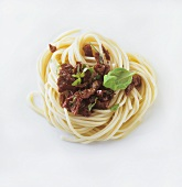 Spaghetti with dried tomatoes and basil