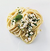 Spaghetti with sheep's cheese and herbs