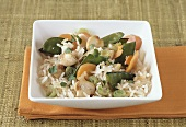 Fried rice with mangetout, carrots and mushrooms