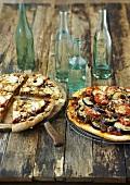 Apfelpizza mit Hackfleisch und Auberginenpizza