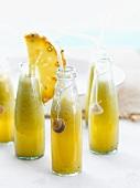 Ananasdrink in Flaschen