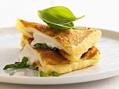 Mozzarella in carozza (fried cheesy bread, Italy)
