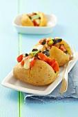 Baked Potatoes mit Tomaten-Oliven-Salat