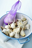 Garlic in a net and in a bowl