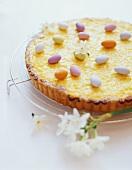 Vanilla tart with coloured chocolate almonds