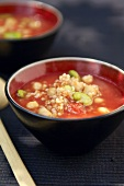 Bulgur soup with tomatoes and chickpeas
