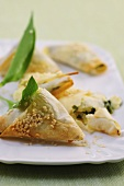 Puff pastry pockets with sesame and ramsons
