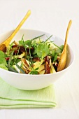 Apple salad with spinach and cheese