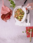 Couscoussalat mit Garnelen