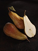 'Abate' pears, whole and halved