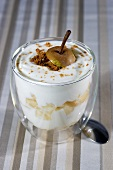 Yogurt cream with pears and cinnamon biscuits