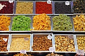 Nuts, candied fruit and raisins on a market stall (Mercat de St. Josep (Boqueria), Las Ramblas, Barcelona, Spain)