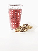 Red berry smoothie and a muesli bar