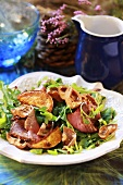 Rocket salad with beef and mushrooms