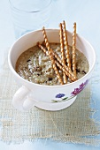 Onion soup with salted sticks