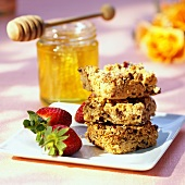 Wholemeal oat and nut biscuits with honey