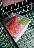 Braising beef in packaging in a shopping trolley