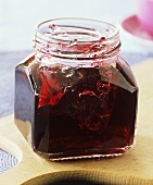 Redcurrant and champagne jelly in jam jar