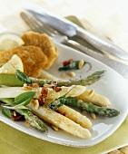 Grüner und weisser Spargel mit gebräunter Butter