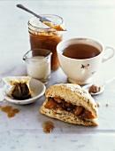Scone mit Marmelade zum Tee