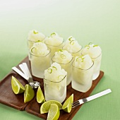 Limonen-Vodka-Granité in kleinen Gläsern